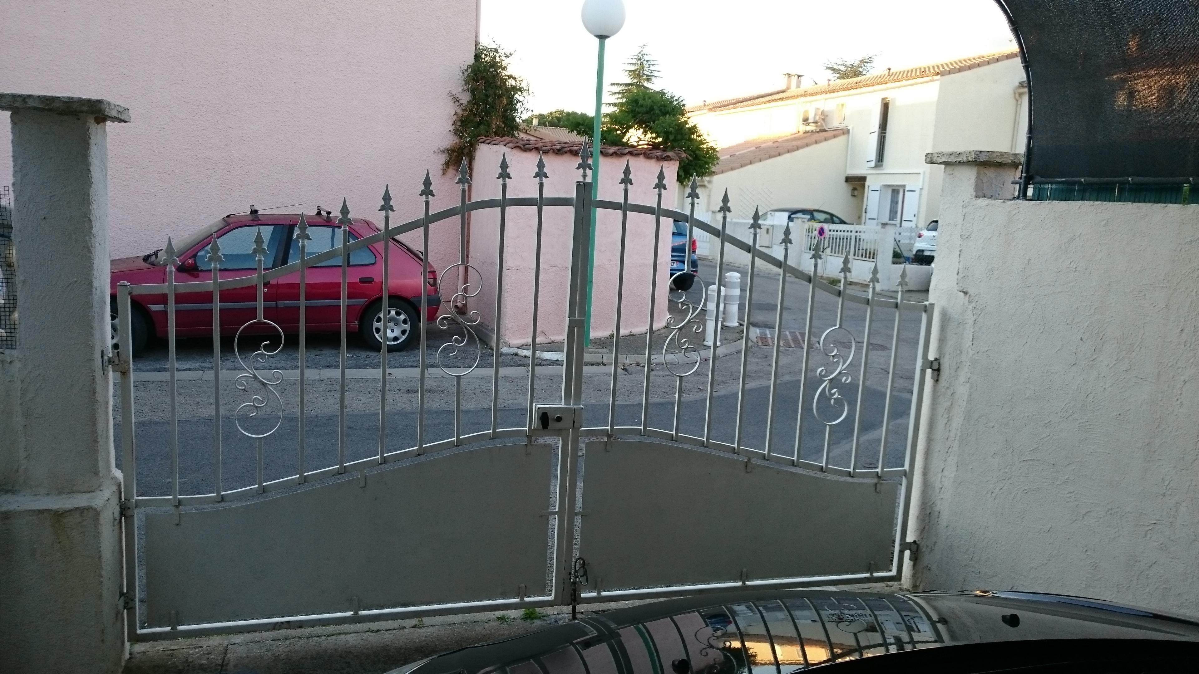 Comment Motoriser Un Portail intérieur portail 2 vantaux sur piliers de forme différente, comment motoriser