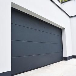 porte-de-garage-sectionnelle-habitat-sur-mesure-isole-panneau-de-40mm-releve-de-linteau-160mm-fabrique-en-france.jpg