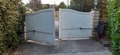 3-portail-partiellement-ferme.jpg