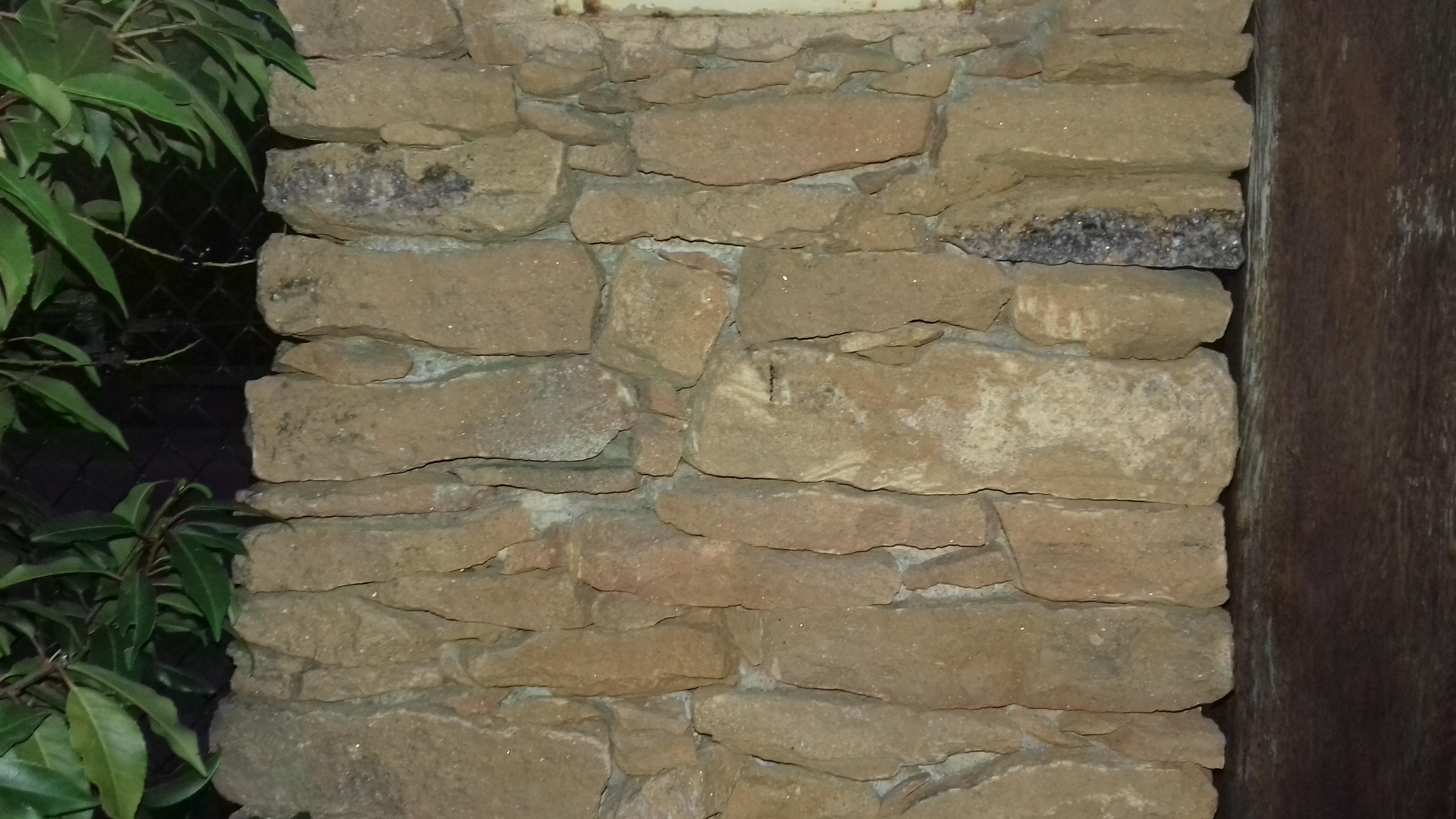Plaques de fixation pour piliers de portail irr/éguliers Somfy