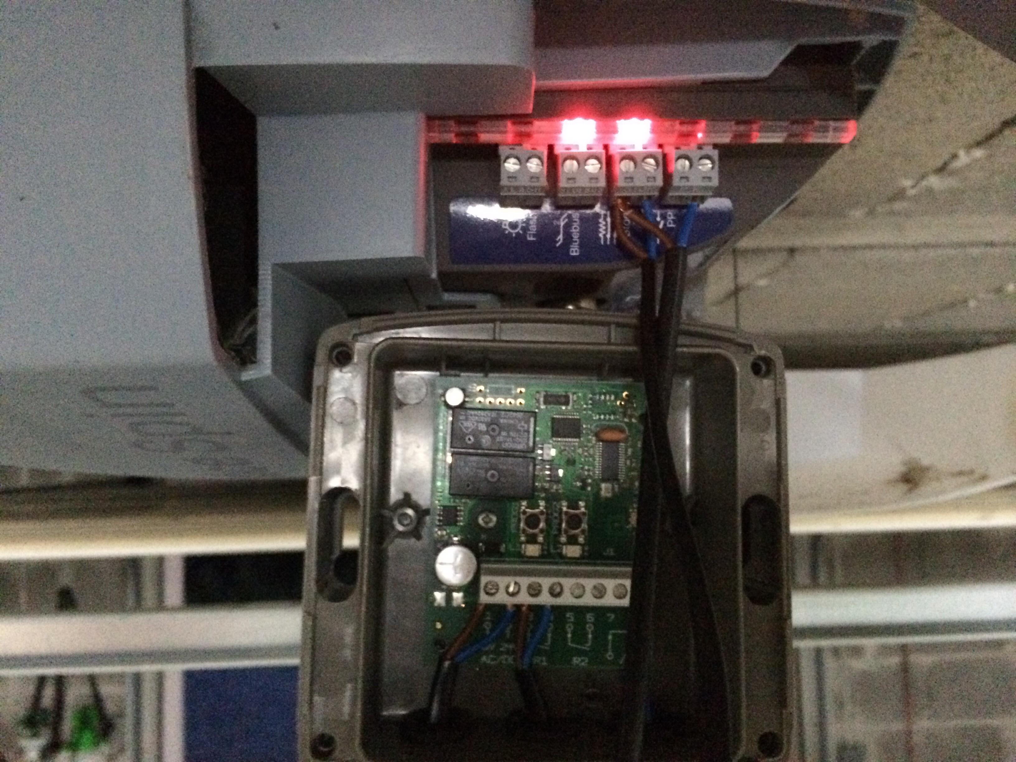 Installation r cepteur radio somfy sur moteur nice spin for Installation porte de garage nice