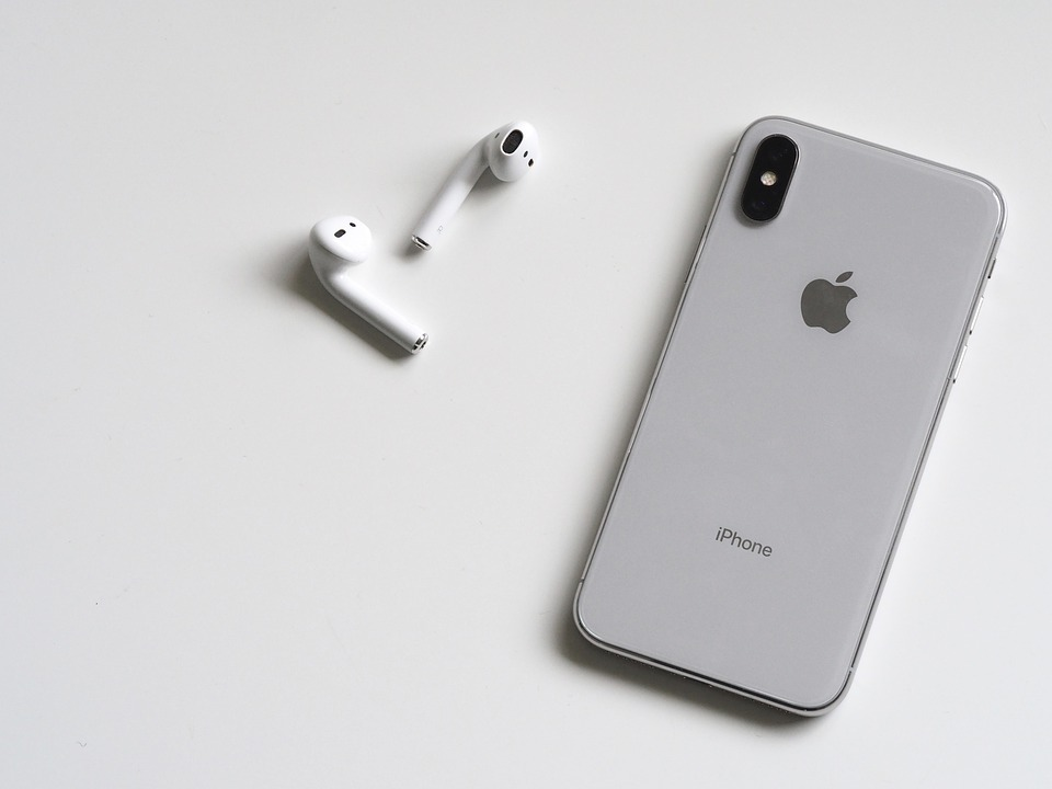 AIRPODS IPHONE.jpg