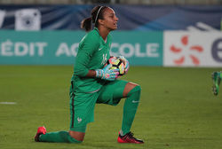 commnaute-26-07-2017-football-feminin-nation-france-bouhaddi.jpg